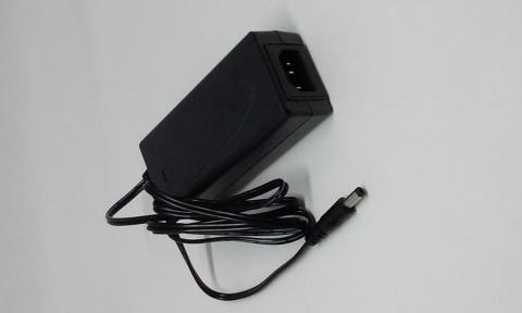 12Vdc 5Amp 60Watt Netzeil + 2.1mm Anschluss